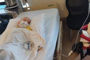 Kahramanmaraş'ta lösemi teşhisi koyulan 2.5 yaşındaki Aras, tedavi olmak için yardım bekliyor